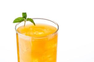 オレンジジュースとミントの写真素材 [FYI04501977]