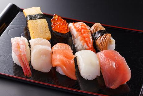 握り寿司の盛合わせの写真素材 [FYI04501983]