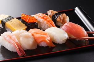 寿司の盛合わせの写真素材 [FYI04501985]