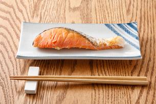 焼き鮭の写真素材 [FYI04502013]