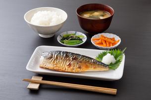 焼き鯖の定食の写真素材 [FYI04502014]