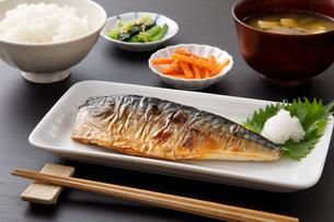 焼き鯖の定食の写真素材 [FYI04502015]