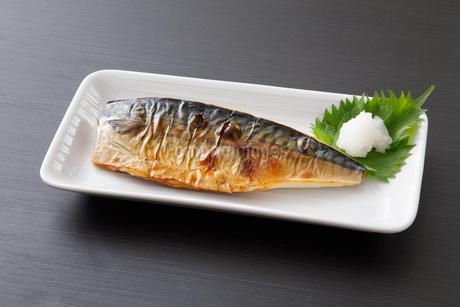 鯖の塩焼きの写真素材 [FYI04502016]