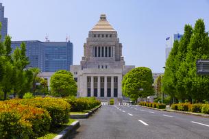 青空と国会議事堂の写真素材 [FYI04502835]