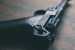 古いドイツ軍の拳銃の写真素材 [FYI04502948]