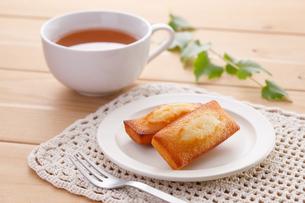 フィナンシェと紅茶の写真素材 [FYI04503000]