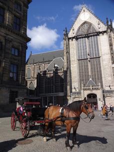 アムステルダムの馬車  carriage in Amsterdam  の写真素材 [FYI04503096]