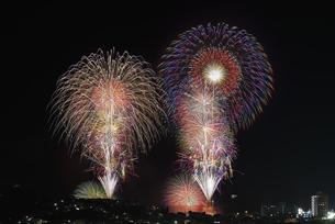 湯河原温泉海上花火大会の写真素材 [FYI04504298]