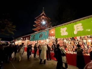 浅草の羽子板市の夜の写真素材 [FYI04504612]