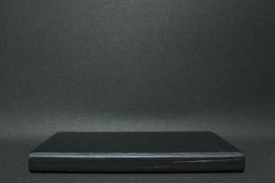 Black background & black pedestal - 黒い背景と黒い台の写真素材 [FYI04505152]