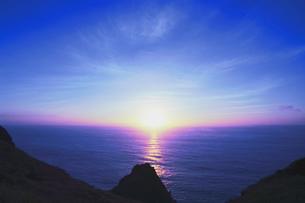 世界自然遺産 小笠原諸島母島の朝日の写真素材 [FYI04505288]