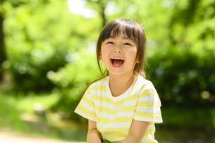 笑顔の女の子の写真素材 [FYI04505530]