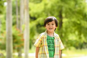 笑顔の男の子の写真素材 [FYI04505649]