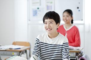 授業を受ける小学生の写真素材 [FYI04507284]