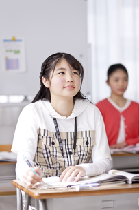 授業を受ける小学生の写真素材 [FYI04507285]