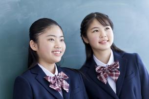 笑顔の女子学生の写真素材 [FYI04507377]