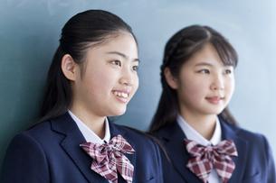 笑顔の女子学生の写真素材 [FYI04507378]