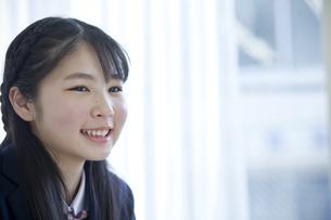 笑顔の女子学生の写真素材 [FYI04507449]