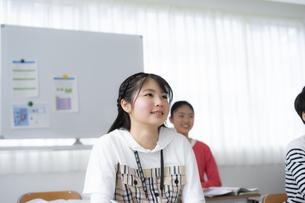 授業を受ける小学生の写真素材 [FYI04507463]