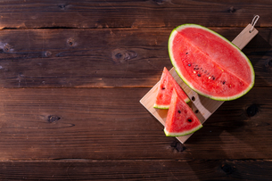 Sliced watermelon on wooden background.の写真素材 [FYI04507942]