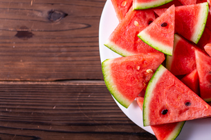 Sliced watermelon on wooden background.の写真素材 [FYI04507955]
