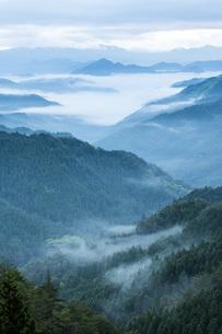雲海と山並みの写真素材 [FYI04508187]