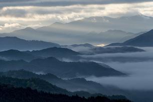 雲海と山並みの写真素材 [FYI04508188]
