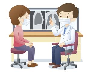 マスクをして女性患者にX線写真を見せる医師のイラスト素材 [FYI04508494]