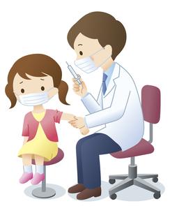 マスクをして女の子に注射をする医師のイラスト素材 [FYI04508509]