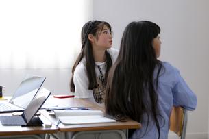 授業を受ける小学生の写真素材 [FYI04508897]