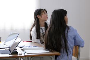 授業を受ける小学生の写真素材 [FYI04508898]