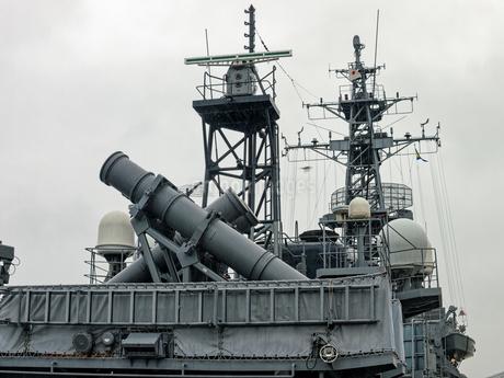 護衛艦のハープーン対艦ミサイルの写真素材 [FYI04509382]