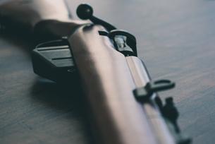 木製ストックの古いボルトアクションライフルの写真素材 [FYI04509500]