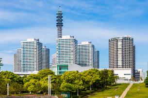 横浜みなとみらい地区のマンション群の写真素材 [FYI04509505]