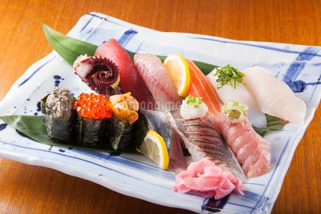 寿司の盛合わせの写真素材 [FYI04509517]