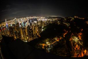 ヴィクトリアピークから見える香港の夜景の写真素材 [FYI04510024]