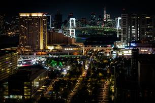 東京・お台場から見える東京の夜景の写真素材 [FYI04510050]