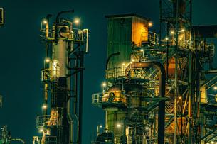 川崎・京浜工業地帯の工場夜景の写真素材 [FYI04510081]