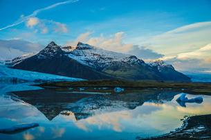 アイスランド・フィヤトルスアゥルロゥン氷河湖の写真素材 [FYI04510092]