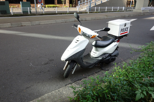 警察のスクーターの写真素材 [FYI04510660]