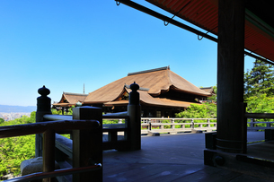 世界文化遺産 清水寺奥の院より本堂を望むの写真素材 [FYI04510848]