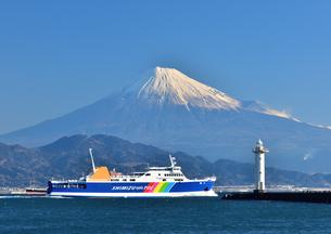 駿河湾から眺める富士山の写真素材 [FYI04511151]