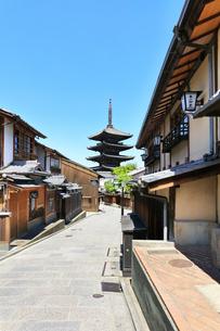 京都 法観寺八坂の塔に町並みの写真素材 [FYI04512271]