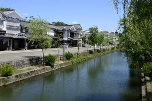 新緑,倉敷美観地区,倉敷川と伝統的建造物の写真素材 [FYI04515552]