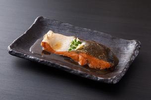 鮭の煮付けの写真素材 [FYI04516660]