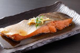 鮭の煮付けの写真素材 [FYI04516663]