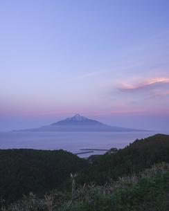 利尻富士と夕空の写真素材 [FYI04516784]