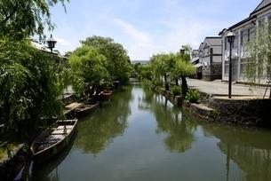 新緑,倉敷美観地区,倉敷川と伝統的建造物の写真素材 [FYI04516944]