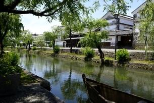 新緑,倉敷美観地区,倉敷川と伝統的建造物の写真素材 [FYI04516950]