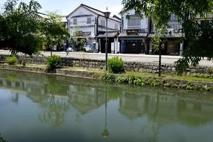 新緑,倉敷美観地区,倉敷川と伝統的建造物の写真素材 [FYI04516951]